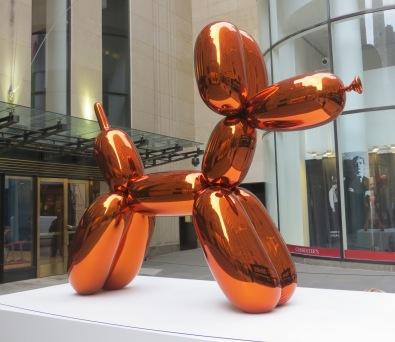Balloon Dog (Orange), Jeff Koons (307.3 x 363.2 x 114.3 cm) Kasım 2013'te Christie's açık artırmasında 58.4 milyon dolara alıcı buldu.